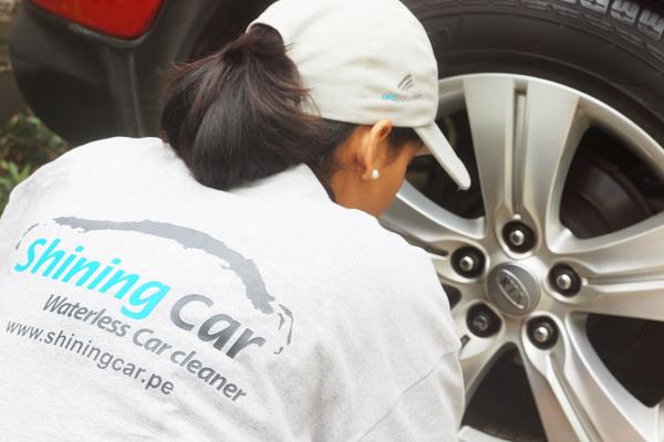 Lavar el auto sin agua